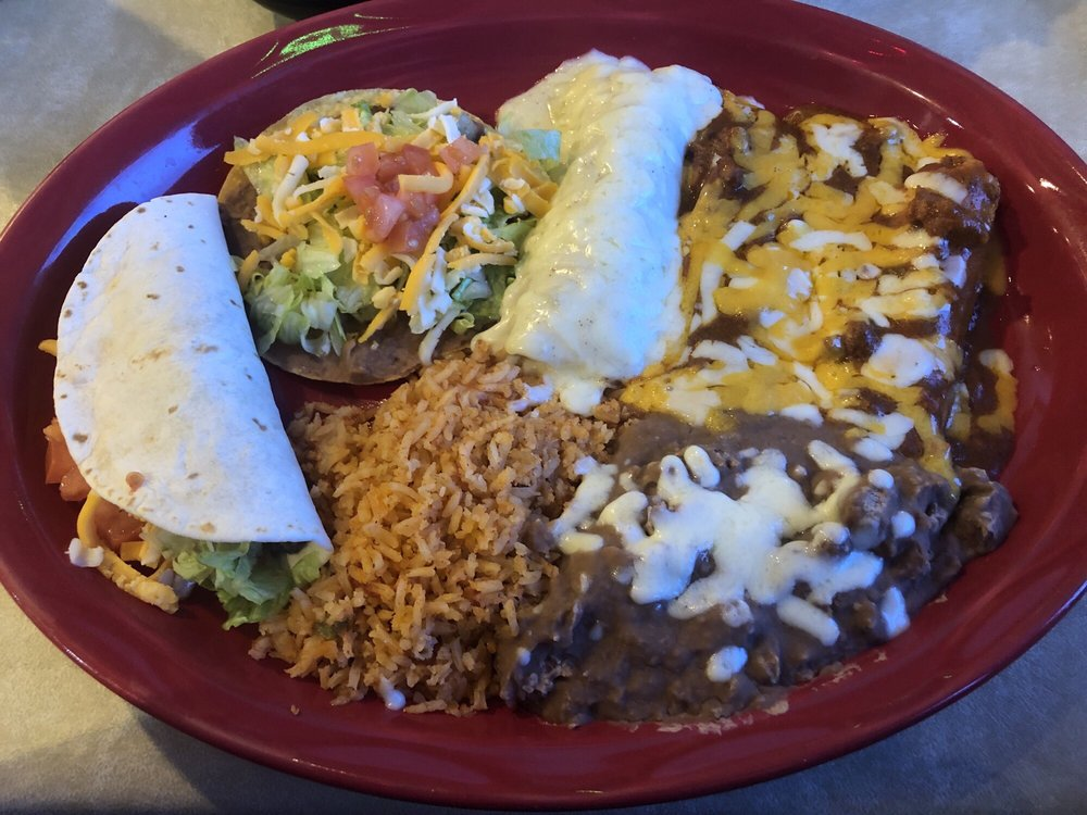 Tres Niños Mexican Food: 604 E Highway 82, Nocona, TX