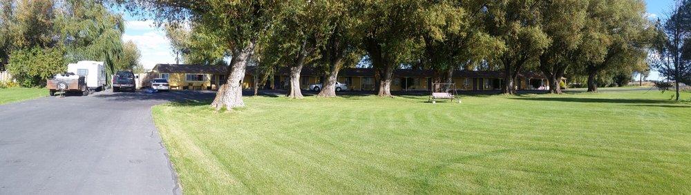 Ellis Motel: 2238 Hwy 139, Tulelake, CA