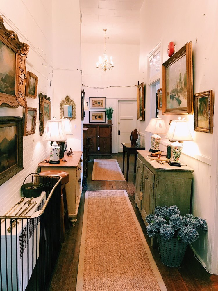 Red Schoolhouse Antiques: 1014 Bishop Meade Rd, Millwood, VA