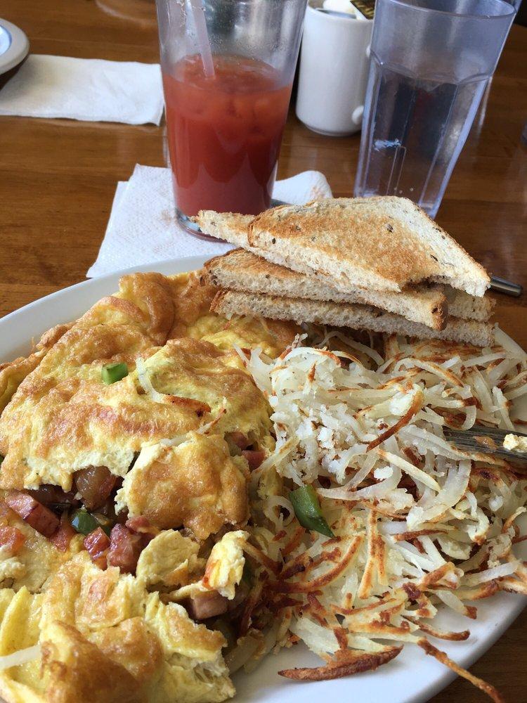 Aunt Ozie's Cafe: 200 Main St, Loganville, WI