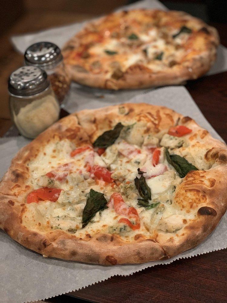 Bella Fuoco Wood Fired Pizza: 2115 Warren Ave, Cheyenne, WY