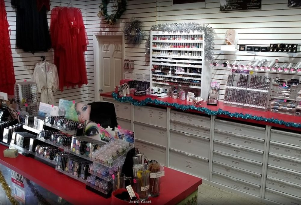 Janet's Closet: 2317 Fort St, Wyandotte, MI