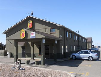 Super 8 by Wyndham Colby: 1040 Zelfer Ave, Colby, KS