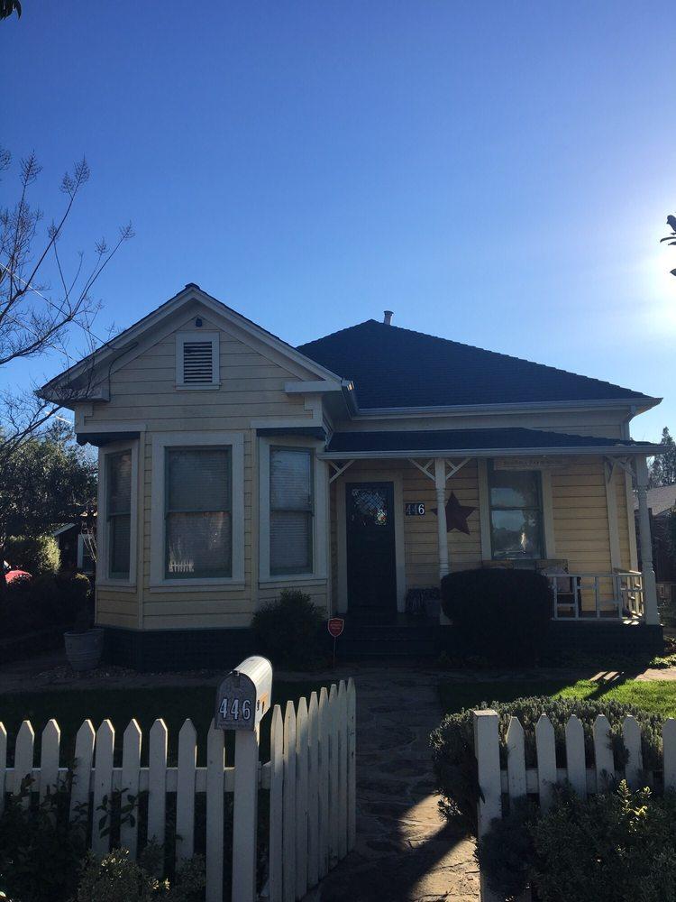 Sonoma Farmhouse: 446 3rd St W, Sonoma, CA
