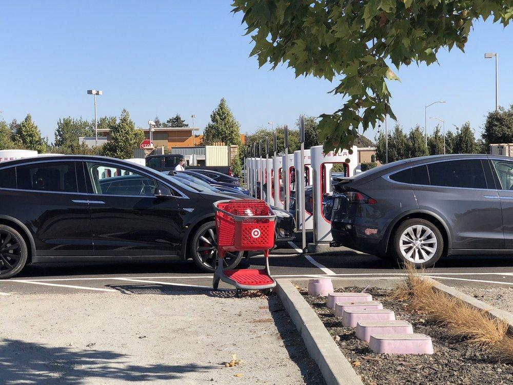 Tesla Supercharger - 401 Kennilworth Dr, Petaluma, CA - 2019