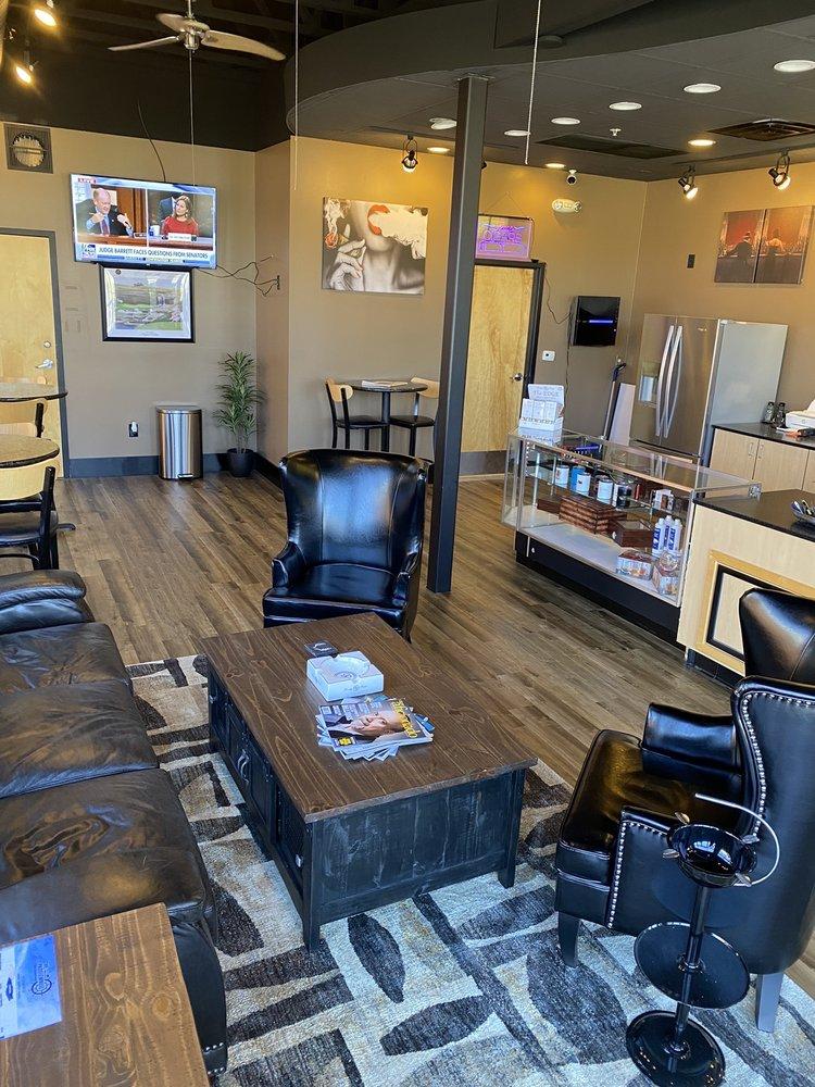 Embers Cigar Lounge: 9 S Boardwalk, Branson, MO