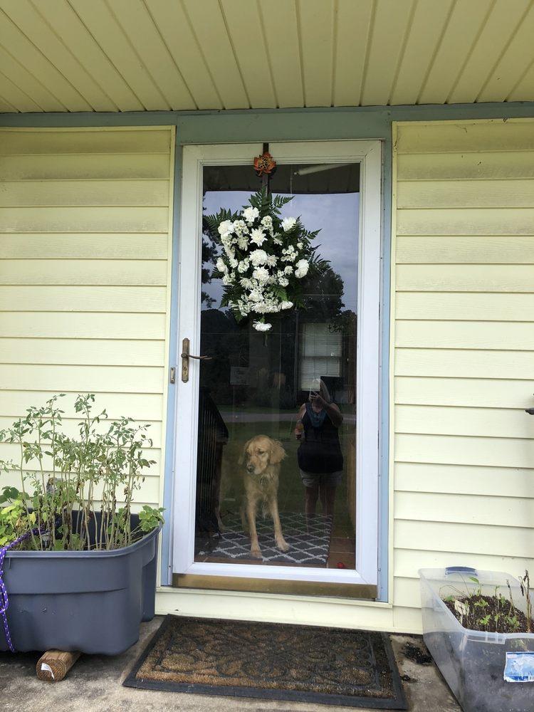 Flowers & Friends: 1019 S Main St, Laurinburg, NC