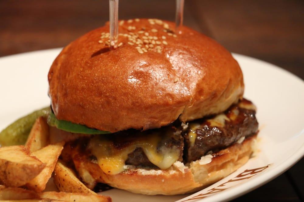 Kuroge Wagyu Burger BLACOWS