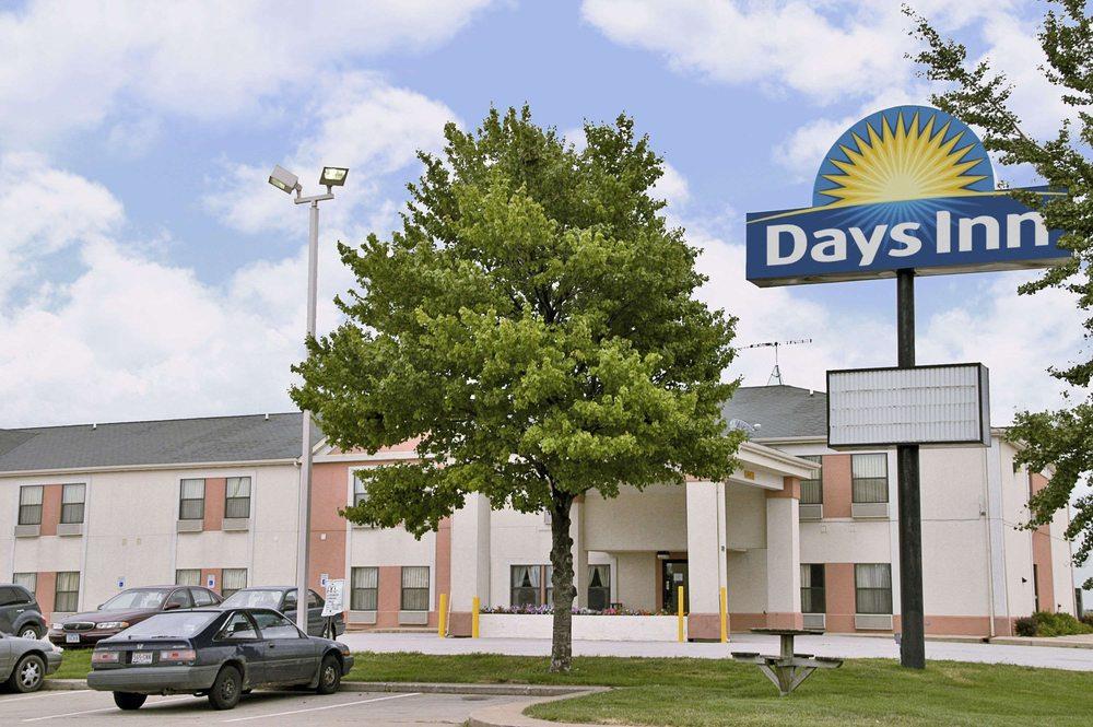 Days Inn by Wyndham Walcott Davenport: 2889 North Plainview Rd, Walcott, IA