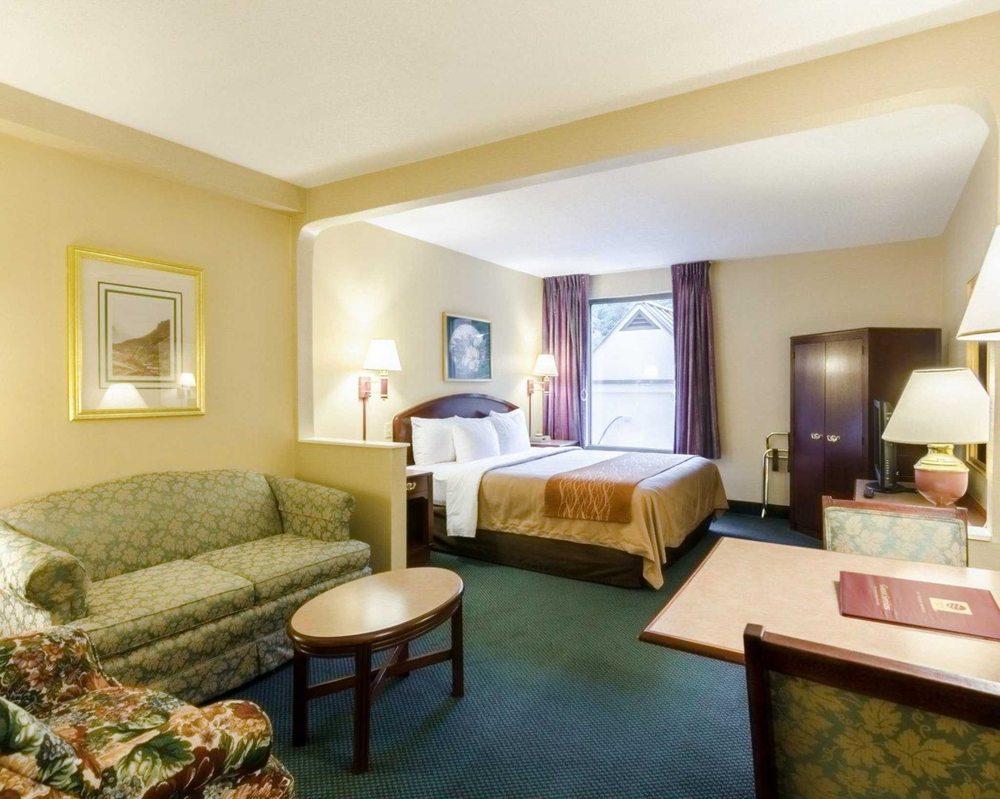 Comfort Inn & Suites: 22006 Riverside Drive, Grundy, VA