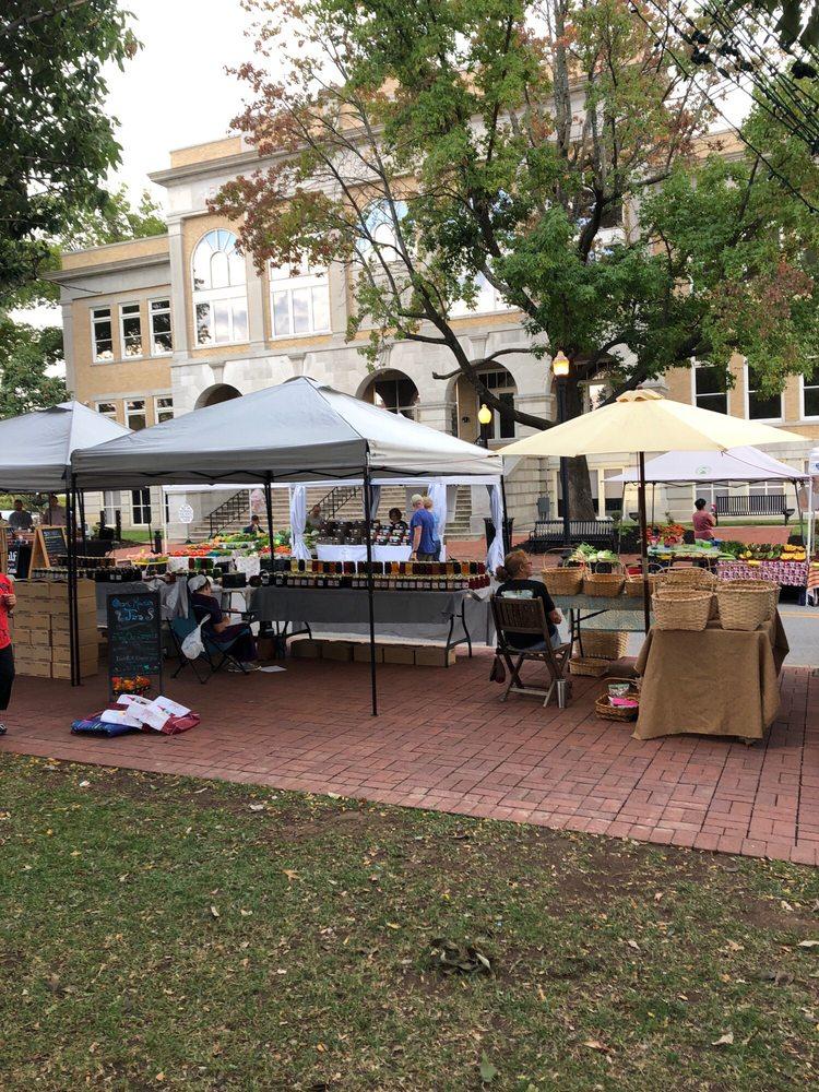Bentonville Farmer's Market: Downtown Square, Bentonville, AR