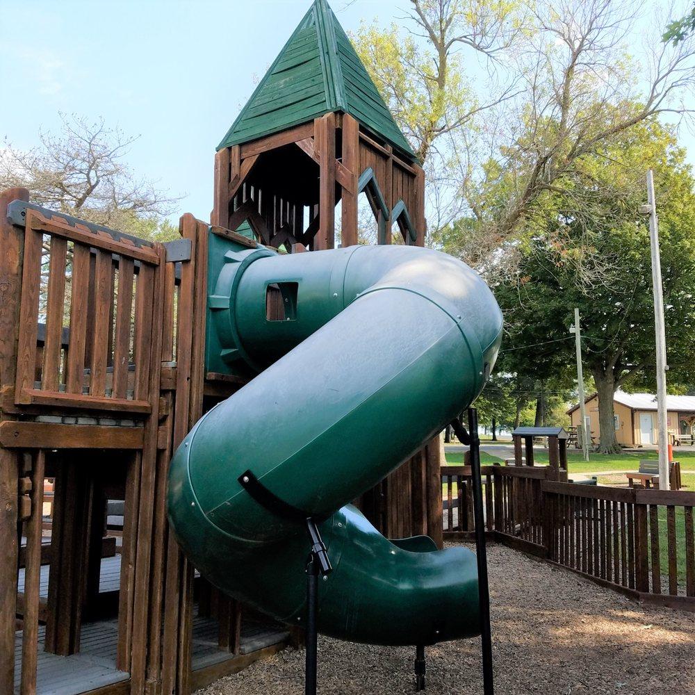 Earl Park Community Park: 318 N Town Park Cir, Earl Park, IN