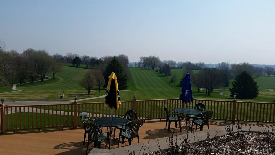 Avoca Countryview Golf and Grille: 1701 N Willow St, Avoca, IA