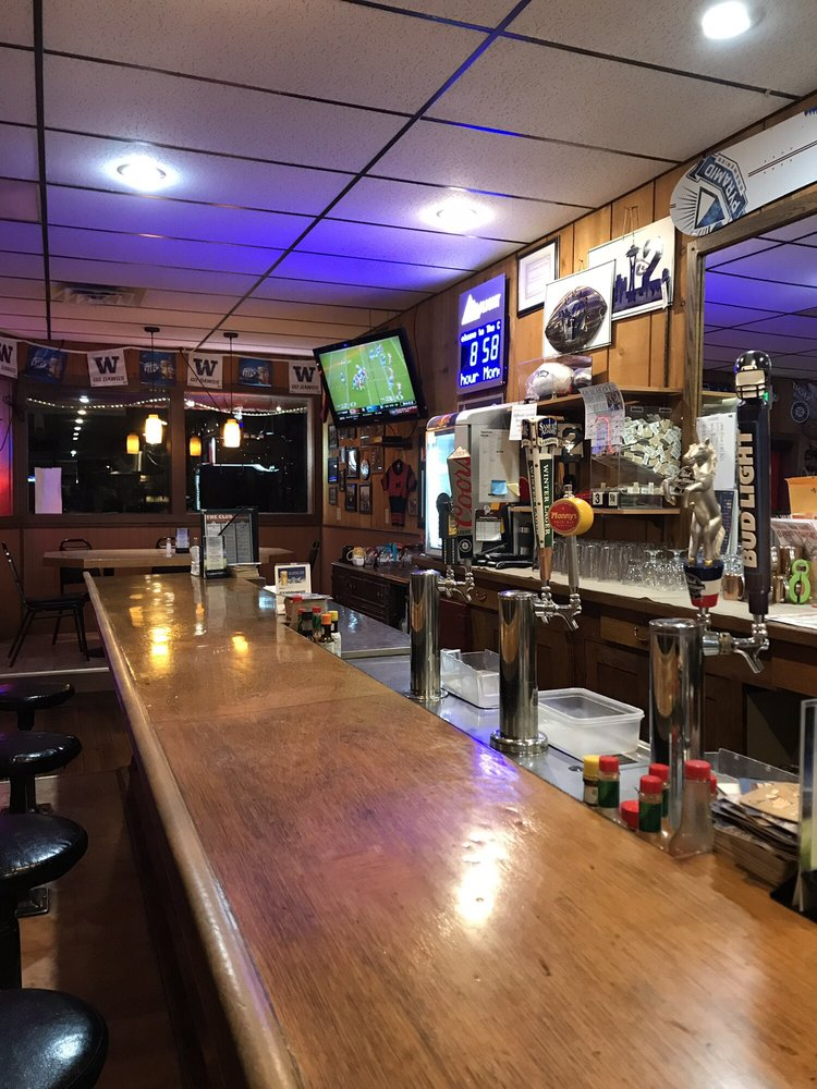 The Club Sports Bar & Grill: 125 Pine St, Okanogan, WA