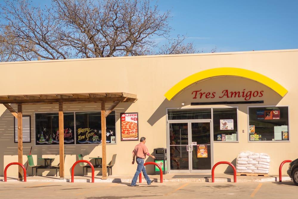 Tres Amigos: 811 Ellis St, Menard, TX