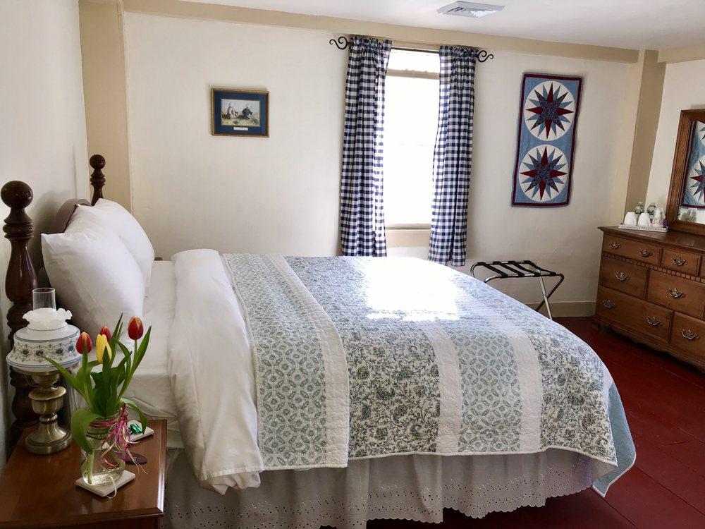Spring Hill Inn: 957 Storrs Rd, Storrs, CT