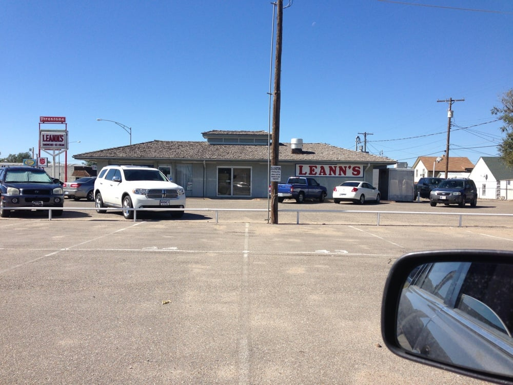 Leann's Restaurant & Carryout: 2520 10th St, Great Bend, KS