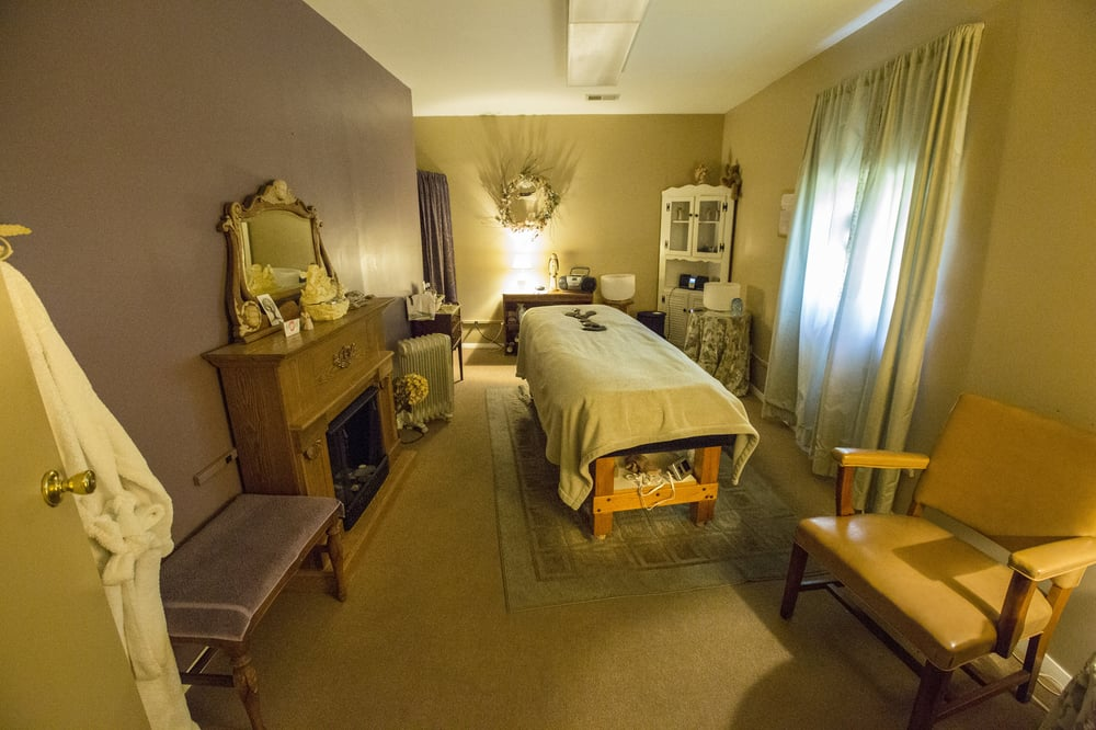 Drumlin Massage Therapy: 105 N Main St, Dousman, WI