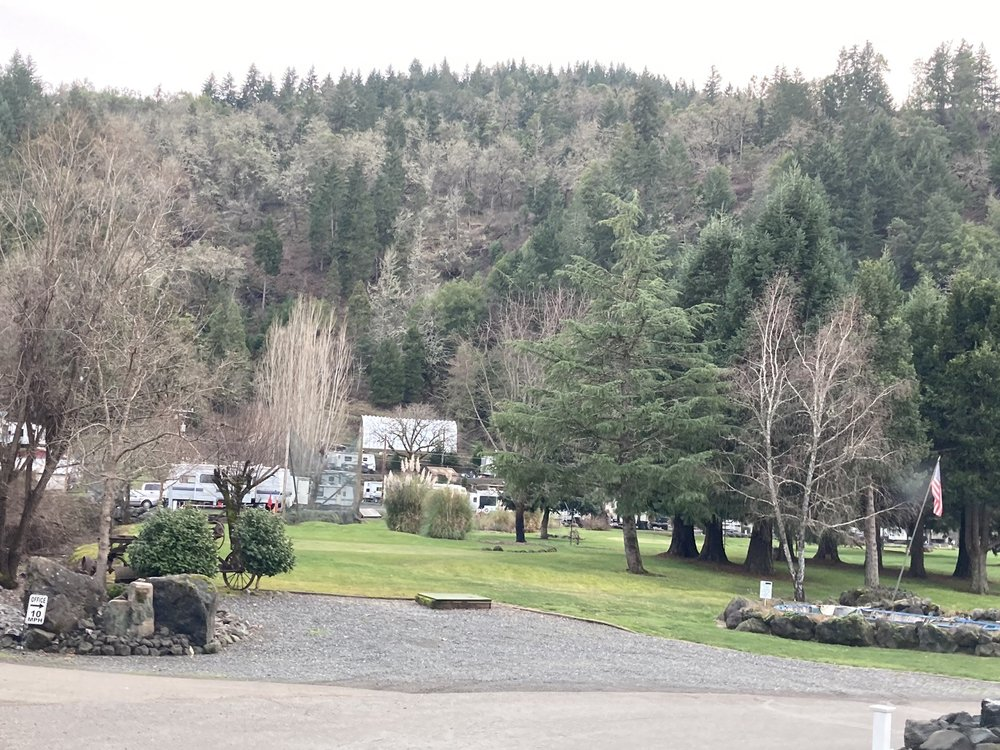 On The River Golf & RV Resort: 111 Whitson Ln, Myrtle Creek, OR