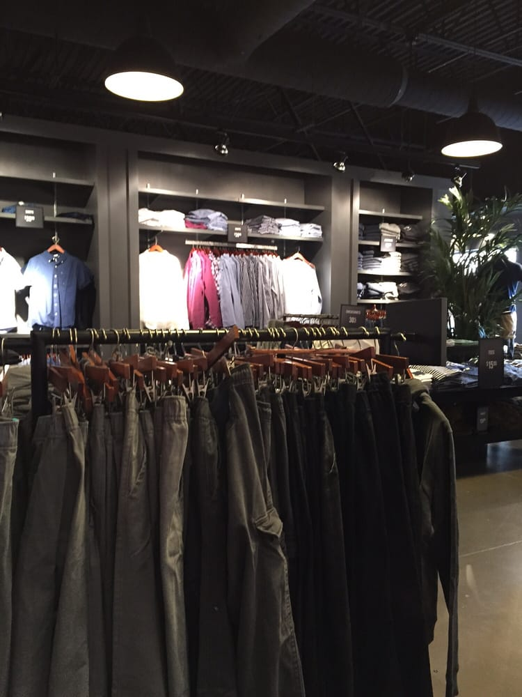 Abercrombie & Fitch: 10600 Quil Ceda Blvd, Tulalip, WA