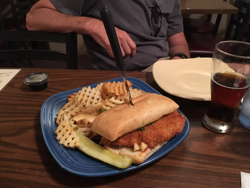 Weasy's Lounge & Grille: 216 Grand Ave, Spencer, IA