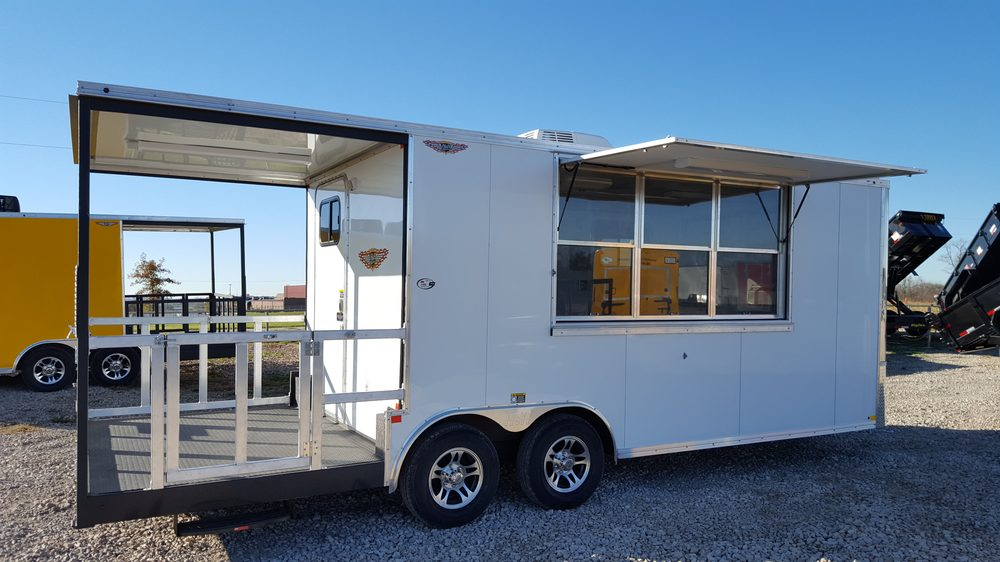 D&D Trailer Sales: 515 NW 105th Rd, Centerview, MO