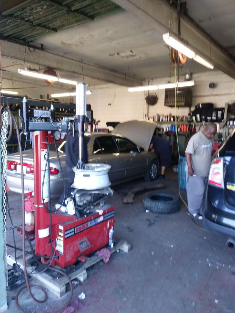 Darryl's Tire Service: 1534 W Broadway, Louisville, KY