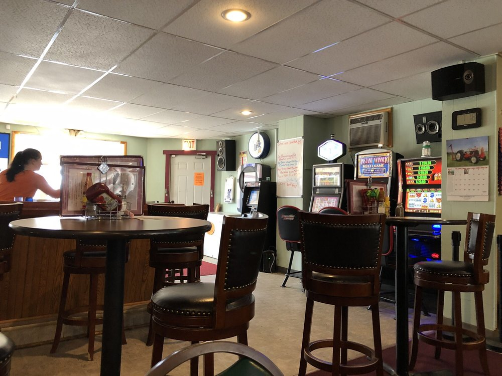 Tom's Tavern & Restaurant: 221 Main St, Kempton, IL