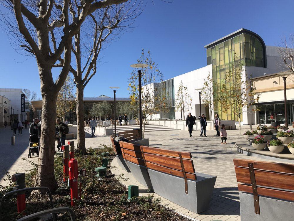 Neiman Marcus: 1000 S Main St, Walnut Creek, CA