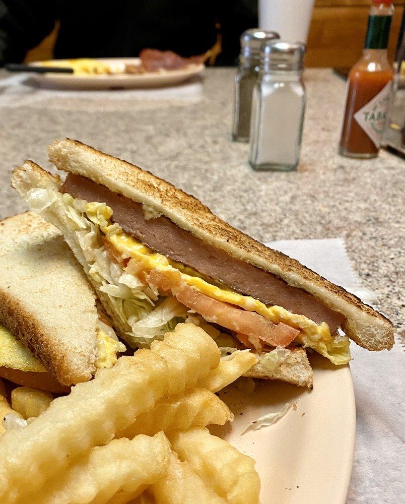 People's Grill: 5780 Greensboro Rd, Ridgeway, VA