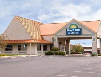 Days Inn & Suites by Wyndham Kokomo: 3980 South Reed Road, Kokomo, IN