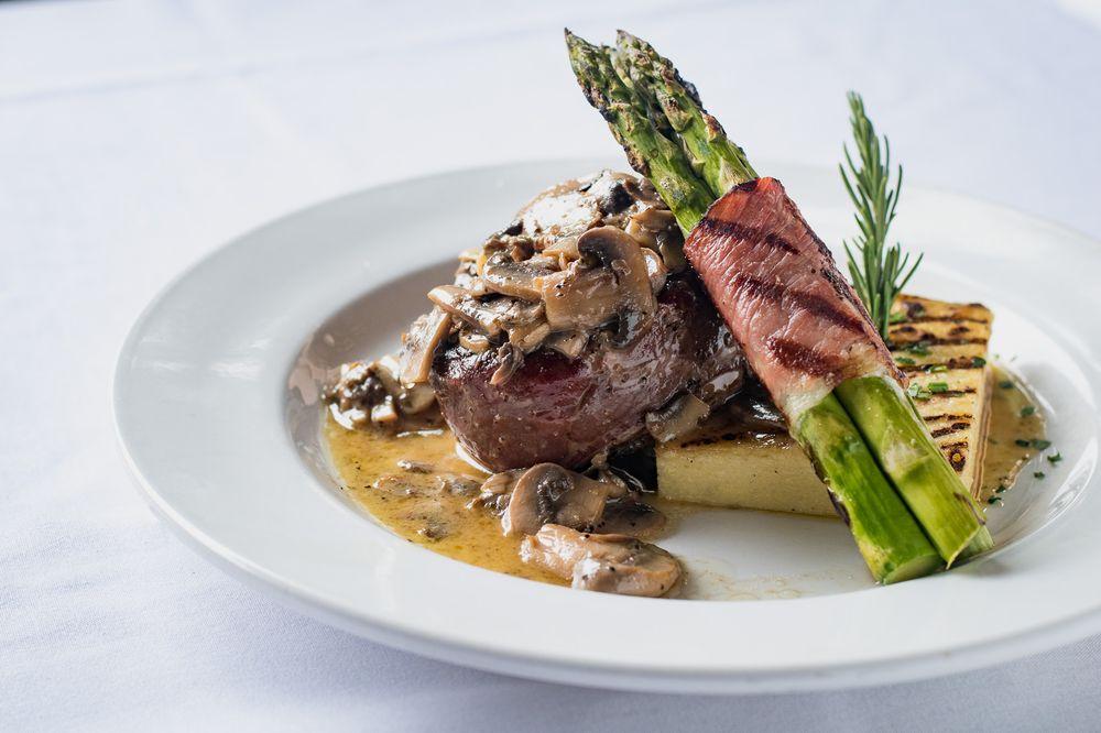 tavolino ristorante steak and asparagus