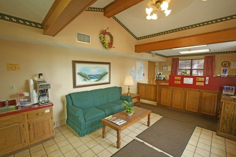 Americas Best Value Inn & Suites Mt. Pleasant: 201 Stonebrook Drive, Mount Pleasant, TN