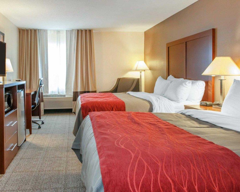 Comfort Inn: 7275 S 75  Rd E, Warren, IN