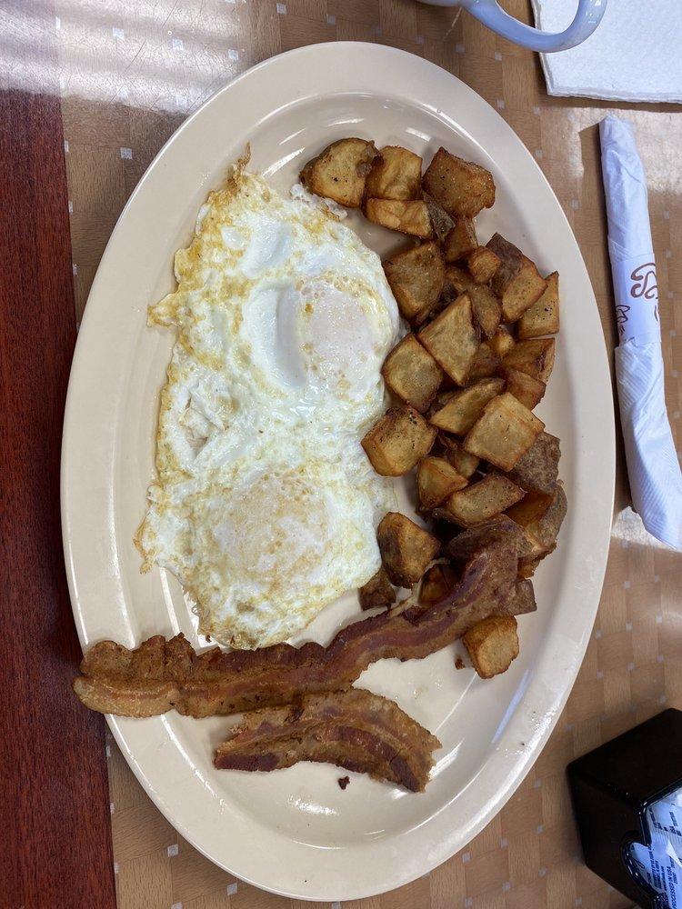 Countryside Cafe: 500 E Milam St, Mexia, TX