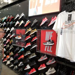 e6ec730f555e Foot Locker - 12 Reviews - Shoe Stores - 91-5431 Kapolei Pkwy ...