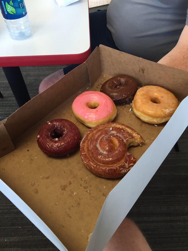 Yummys Donut Palace: 422 E Ashley Rd, Boonville, MO