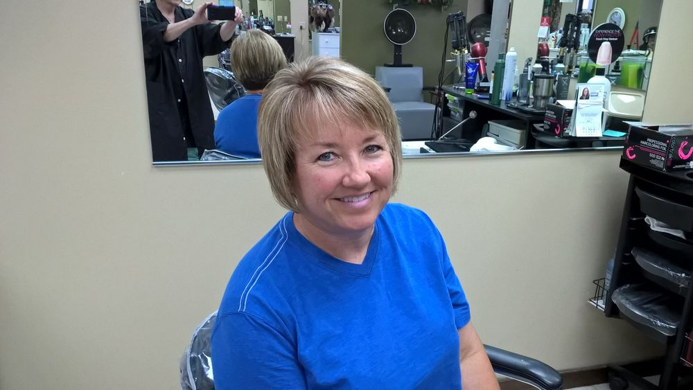 Signature's The Salon: 519 W Mary St, Garden City, KS