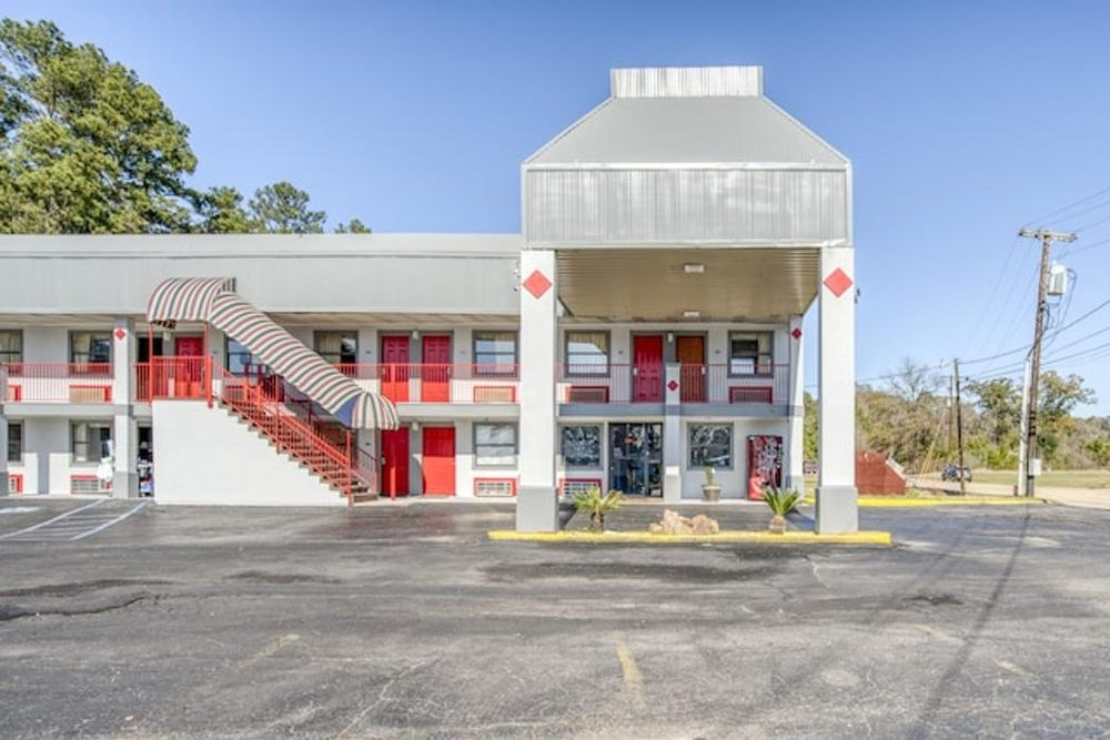 OYO Hotel Pineville LA Hwy 165: 11 Lord of Lords Ave, Pineville, LA