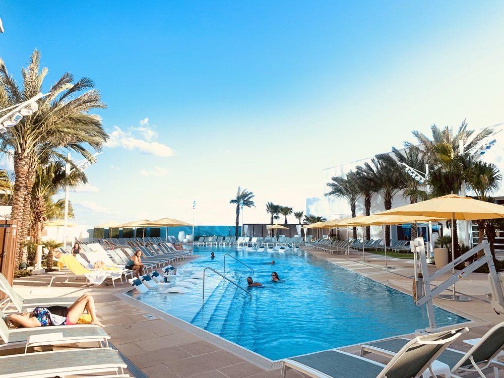 Seminole Hard Rock Pool Bar & Grill: 5223 Orient Rd, Tampa, FL