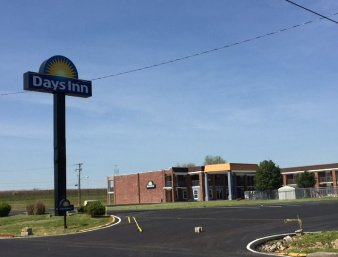 Days Inn by Wyndham Cave City: 1006 Doyle Ave., Cave City, KY