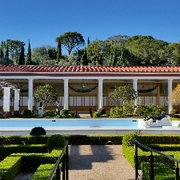 'Photo of The Getty Villa - Pacific Palisades, CA, United States. Outer peristyle' from the web at 'https://s3-media1.fl.yelpcdn.com/bphoto/7gvua4vynI7UpQj4fnz0VQ/180s.jpg'