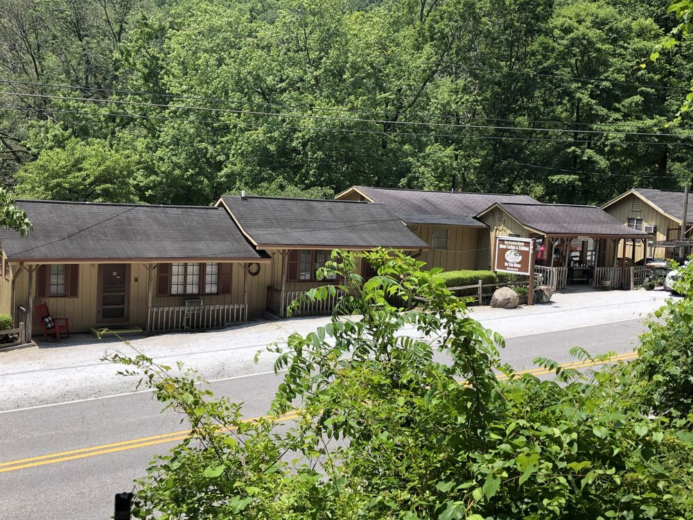 The Evening Shade River Lodge and Cabins: 745 Main St, Chimney Rock, NC