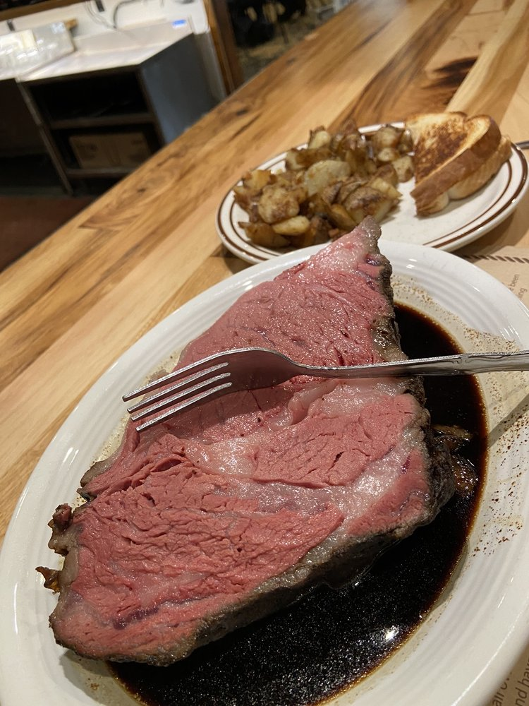 Cattleman's Club Steakhouse: 601 E Norway Ave, Mitchell, SD