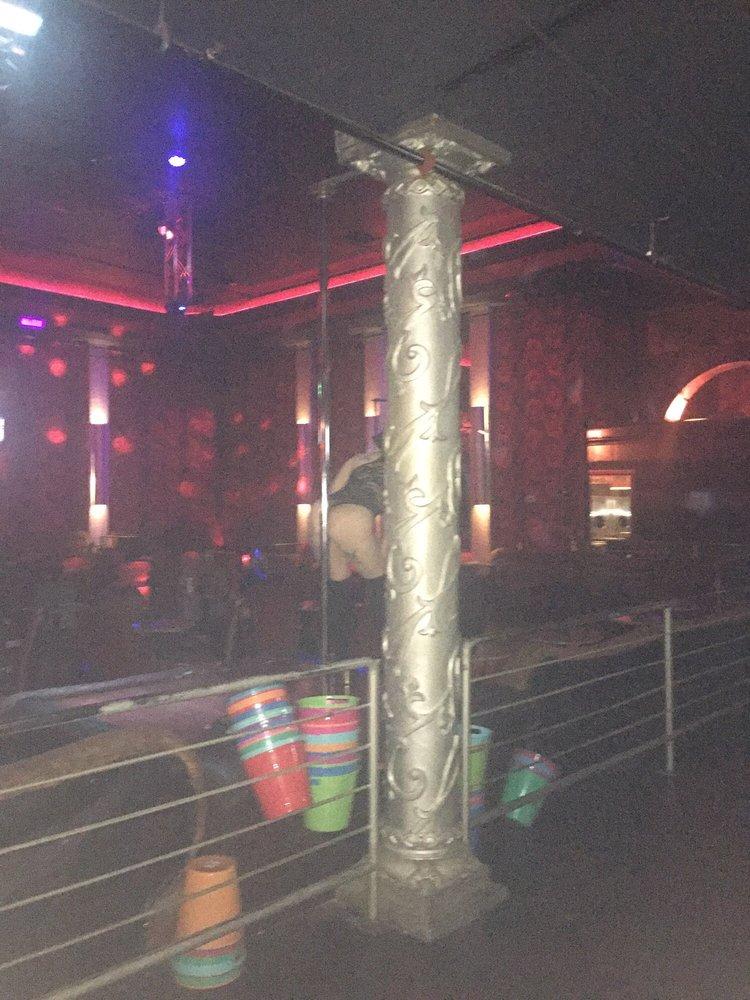 paso strip review El club