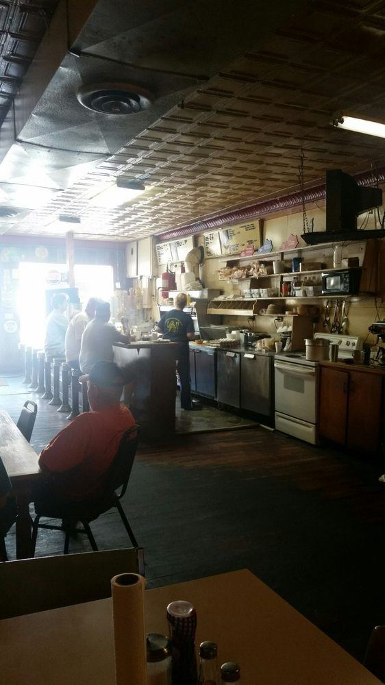 Lunch Room Diner: 528 Court House Square, Burkesville, KY