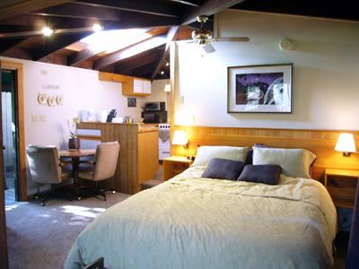 Meadowview Cottages: 20308 Hwy 116, Monte Rio, CA