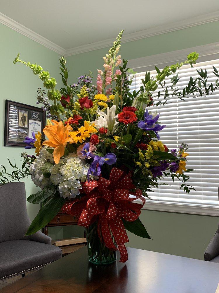 Novella's Flower Shoppe: 2036 Maple St, Rome, GA