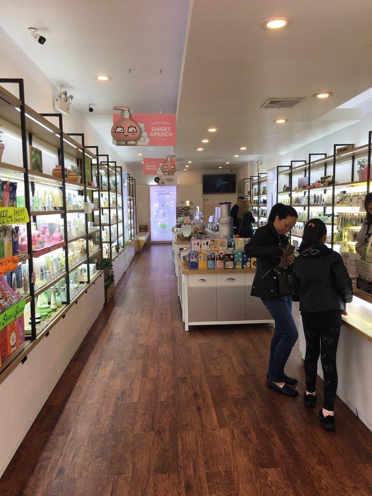 The Face Shop: 136-53 Roosevelt Ave, Flushing, NY