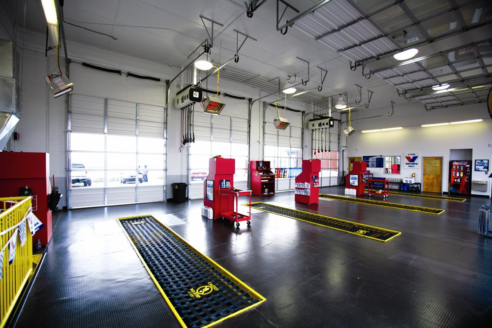 Express Oil Change & Tire Engineers: 525 S Quintard Ave, Oxford, AL